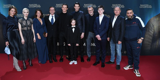 Jessica Schwarz, Emilia Schüle, Henriette Confurius,Andre M. Hennicke, Jannis Niewöhner, Jeremy Miliker, Sabin Tambrea, Stefan Ruzowitzky, Oskar von Schönfels, Uwe Ochsenknecht und Kida Khodr Ramadan. Fotos: 2020 Sony Pictures Entertainment Deutschland GmbH/Matthias Nareyek/Getty Images für Sony Pictures